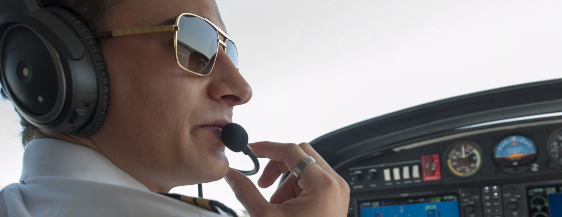 Pilot with windscreen headphone